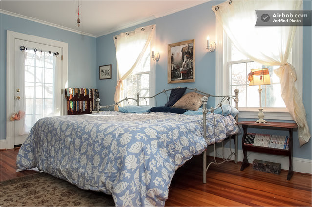 Blue Willow, sleeps 2 with balcony, one king or 2 twins, shared 2nd floor bath